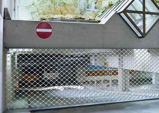 охранителни ролетни врати