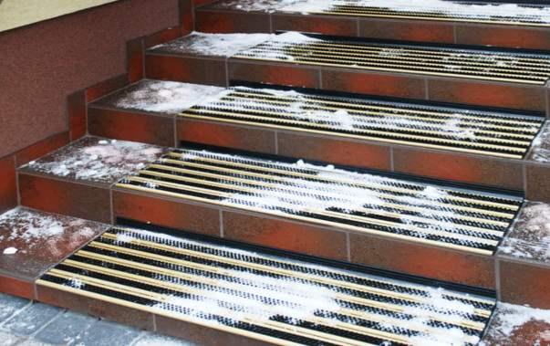 Противоплъзгаща изтривалка за външни стълби