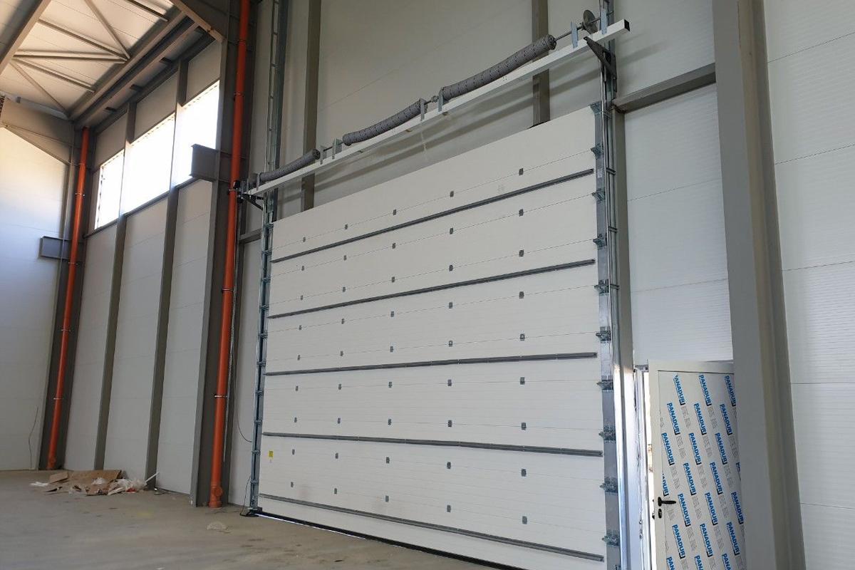 секционна врата