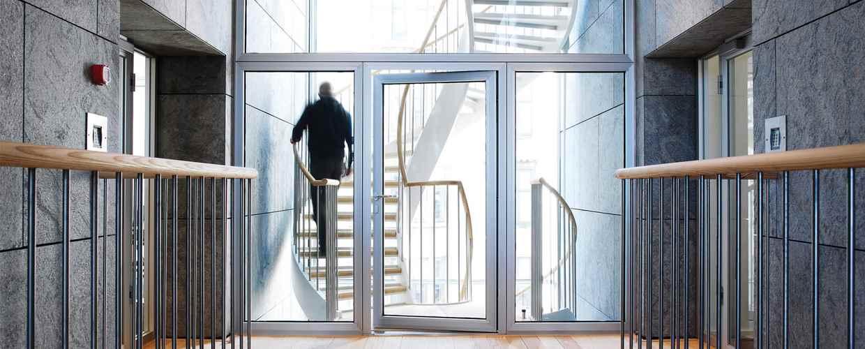 алуминиеви противопожарни фиксове и прозорци